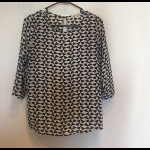 Three-quarter sleeve length blouse