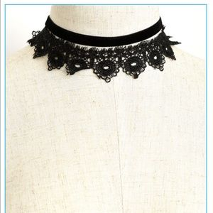 Jewelry - Paisley design layered choker