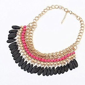 Jewelry - Bohemian hot pink beaded necklace