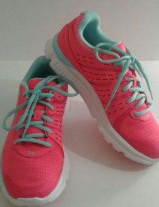 Under Armour Shoes - 🔴 PRICE FIRM 🔴Under Armour MICRO G Running Shoes