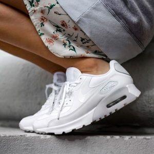 Nike Shoes - NWOB 👣 NIKE AIR MAX 90 ESSENTIAL SZ 12 WOMEN