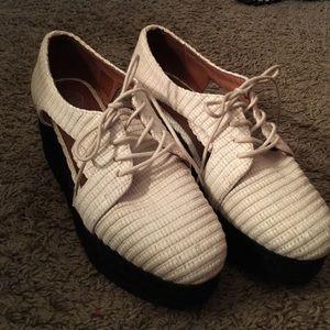 Jeffrey Campbell Shoes - Jeffrey Campbell platform raffia oxfords. Size 10
