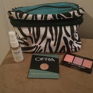 Medela Handbags - Cosmetic bag,blush,eyeshadow,wave spray included