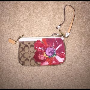 Coach Handbags - Coach exclusive wristlet/clutch