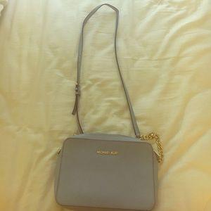 Michael Kors Handbags - Michael Kors Crossbody!!