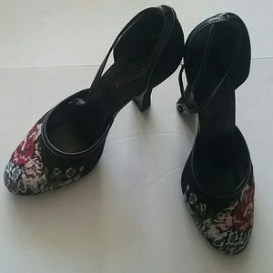 Highlights Shoes - Embroidered High Heel Shoes