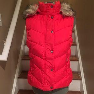 Gap down vest with detachable hood with faux fur