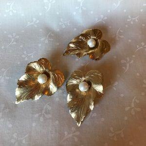 Vintage Jewelry - Vintage Sarah Coventry Leaf Earrings and Brooch