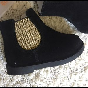 Gymboree Other - NWT Gymboree Boots / black + gold booties