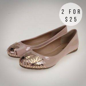Soda Shoes - Rosey Nude With Gold Metal Flowers Flats
