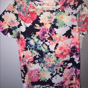 NWOT floral scallop top