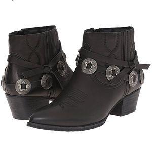 Dolce Vita Shoes - BNWT Dolce Vita Skye ankle bootie
