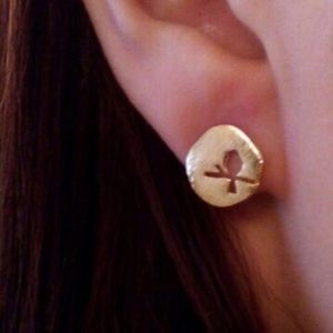 Jewelry - Hammer gold BIRD dainty studs