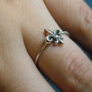 Jewelry - Fluer de Lis ring!