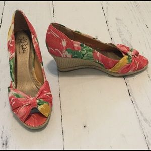 Life Stride Shoes - Super Comfortable Floral Wedges