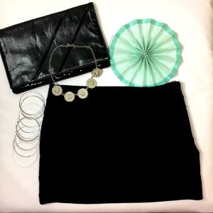 HeartSoul Dresses & Skirts - Cute black mini skirt with design