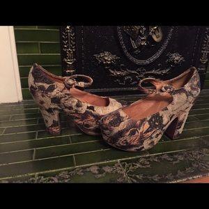 Jeffrey Campbell platform dog heels 8