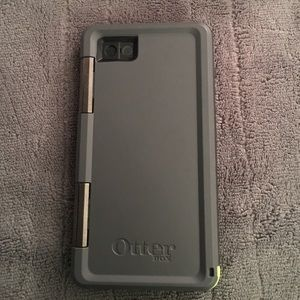 100% authentic 95a51 1969d Brand new never used Otterbox military grade case