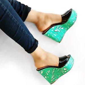 Sergio Rossi Shoes - Sergio rossi silk print wedge