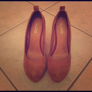 ***SALE***Gorgeous Aldo almond toe wedge heels.