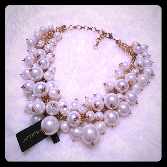 999571a453c95 Statement Necklace creamy pearls and gold NWT NWT