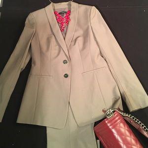 Modern Ann Taylor Tropical Wool Pant Suit, 0-2P