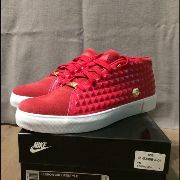 5f032abd0e268 NIB Nike Lebron XIII Lifestyle Gym Red Gold