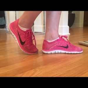 Nike Shoes - Nike free runs 4.0