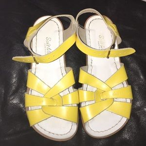 Salt Water Sandals by Hoy Shoes - Saltwaters size 2 💕🎀
