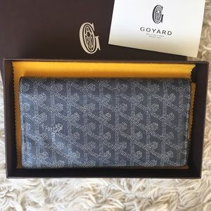 Goyard Handbags - 💯Goyard Bifold Wallet Grey Pre-Owned