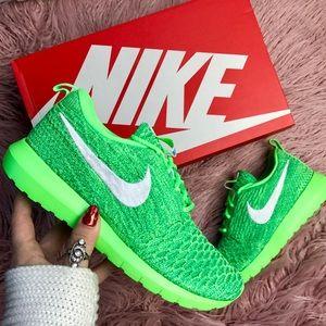 Nike Shoes - NWT Nike roshe Flyknit 💚
