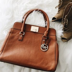 Michael Kors Handbags - ✨PM EDITOR PICK!✨ Michael Kors Satchel Handbag