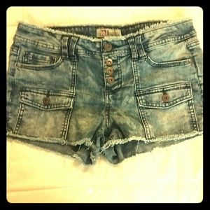 lei Pants - Lei cut off style shorts sz 9