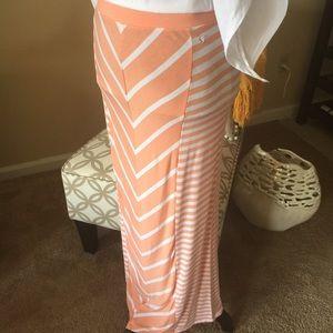 Guess Dresses & Skirts - 💥24HR SALE Guess Maxi skirt