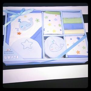 Luvable Friends Other - new born gift bath set