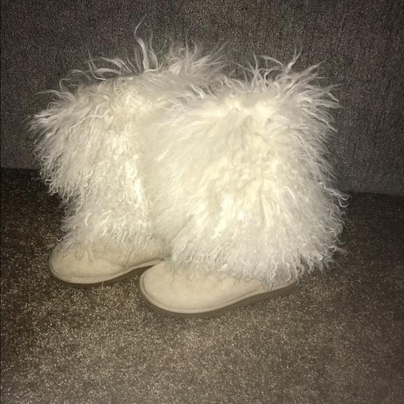 5fd9763edba White furry Ugg boots