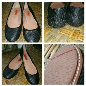 miz mooz Shoes - NEW Miz Mooz Black Snakeskin Flats Size 6.5