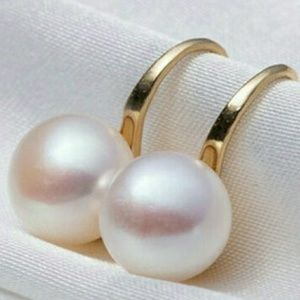 Earrings natural freshwater pearl 18k Gold plated.