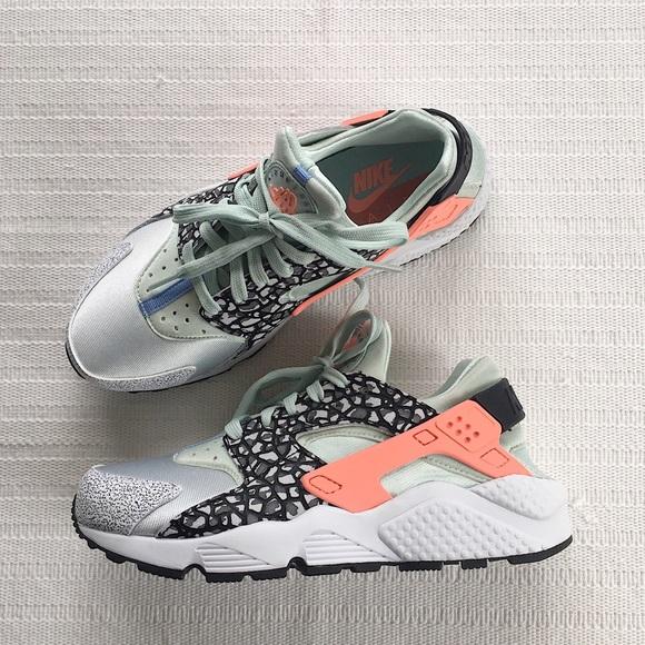 huge selection of 66294 5aefa Women s Nike Air Huarache Run Premium Sneakers