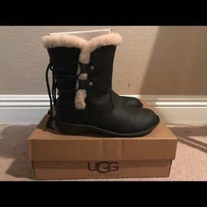 Uggs Akadia Womens 8 black Snow Boots