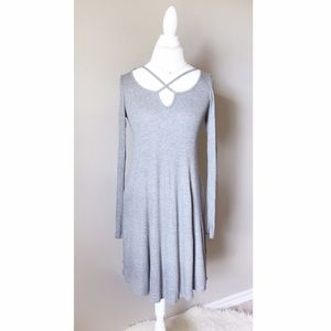 Dresses & Skirts - 💐 Gray Strappy Neck Shift Dress Long Sleeve