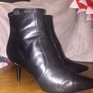 Via Spiga size 7 black kitten heel leather boots