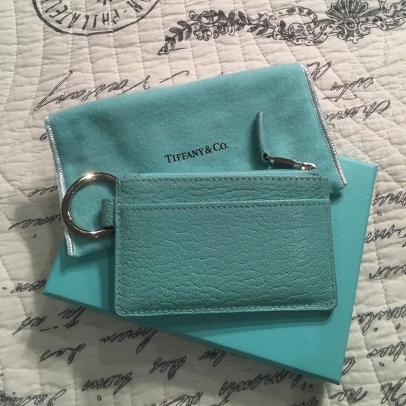 online store 9fe37 5e406 Tiffany & Co. Credit Card Holder Keychain 💳