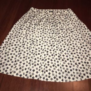 Harve Benard Dresses & Skirts - New condition pleated pretty plus size skirt