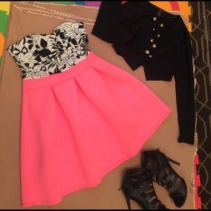 Dresses & Skirts - Mini dress pefect for date night!