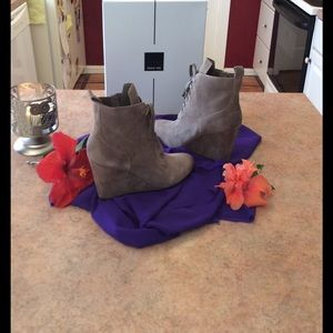 Dolce Vita Shoes - 🎉Host💐Pick🎉New Dolce Vita Suede Wedge Booties