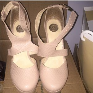 Nude closed heels