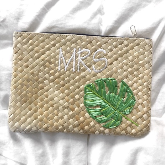 Bags - MOVING SALE❗️Woven Natural Mrs Clutch + Palm 🌴