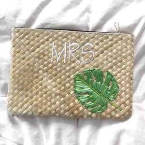 Handbags - MOVING SALE❗️Woven Natural Mrs Clutch + Palm 🌴