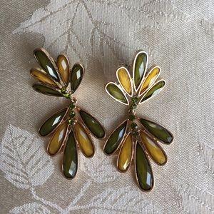 Jewelry - 🆕 green & gold pierced earrings